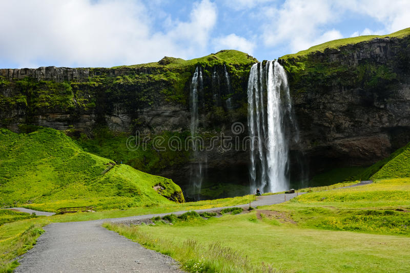 Seljalandsfoss-Wasserfall, Island - uncrowded Vorderansicht lizenzfreie stockfotografie