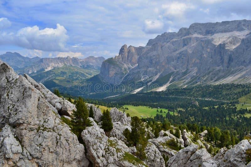 Sella Group, en platåformad massiv i Dolomiterna royaltyfri foto