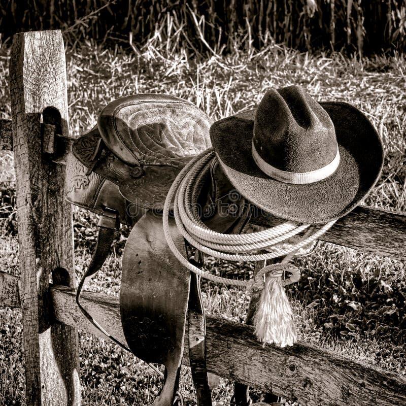 Selle occidentale de rodéo occidental américain de légende sur la barrière photo libre de droits
