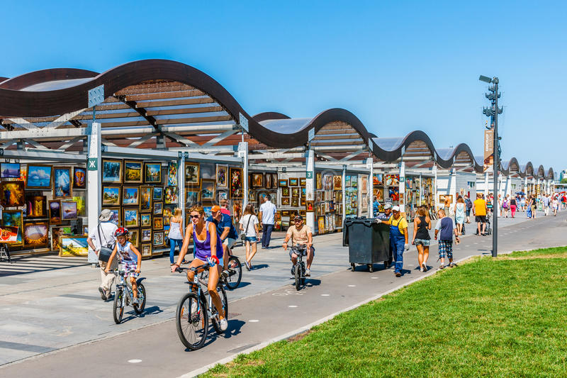 Selling and buying art in Museon park of Moscow stock photography