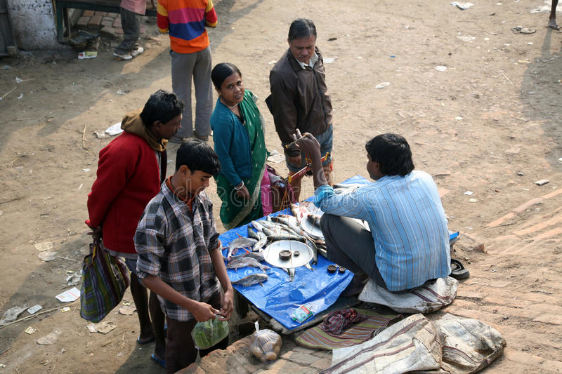 Download Selling A Fish On Fish Market Editorial Stock Image - Image: 21437894