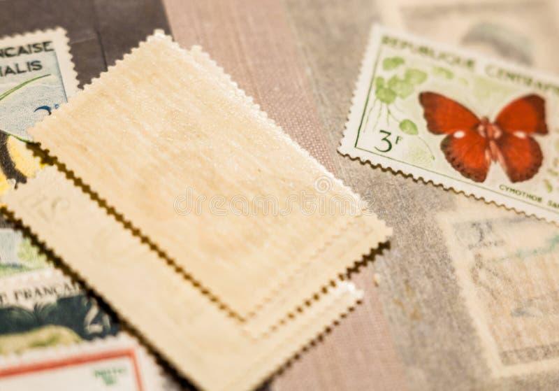 Sello con la mariposa entre otros sellos fotografía de archivo