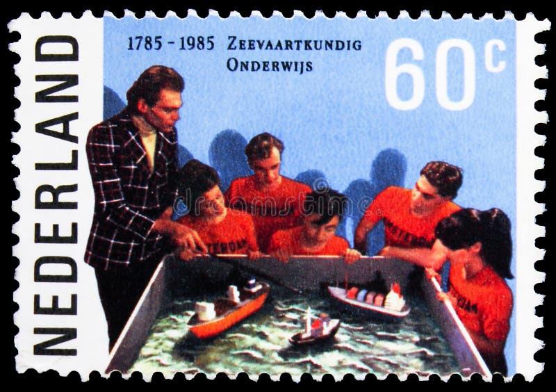 Sello de póster impreso en los Países Bajos muestra Educación con modelos de barco, serie Nautical Education, alrededor de 1985 fotos de archivo