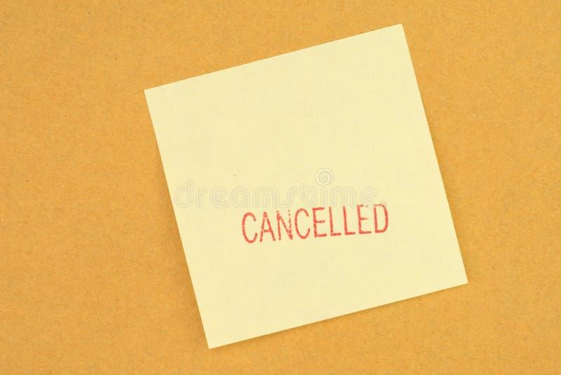 Selo cancelado na nota de post-it amarela imagem de stock royalty free