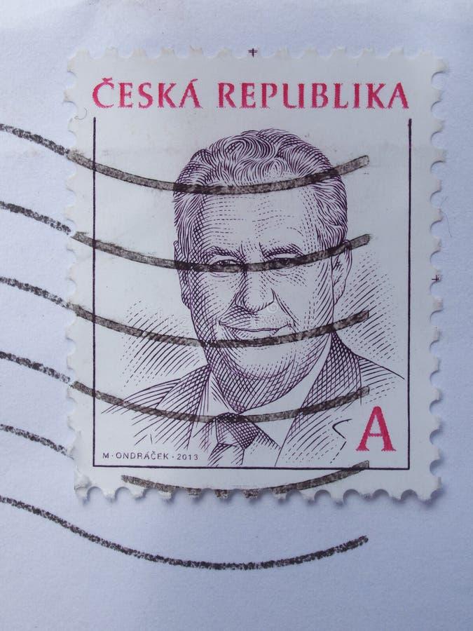 Selo de correio que carrega o portait do presidente Milos Zeman foto de stock royalty free