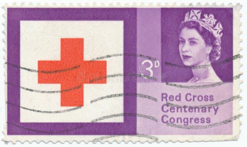 Selo do vintage impresso em Grâ Bretanha 1963, o 100th aniversário da cruz vermelha imagens de stock
