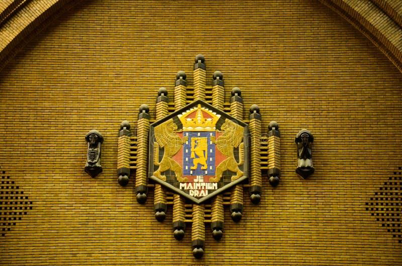 Selo dos Países Baixos na antiga estação de correios no estilo de & no x27; Amsterdão School& x27; Utrecht, os Países Baixos fotos de stock royalty free