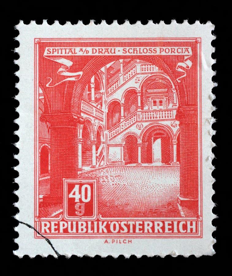 Selo impresso em Áustria, mostras Schloss em Spittal um der Drau imagem de stock royalty free