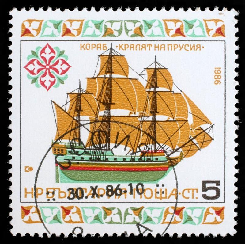 Selo impresso em Bulgária um navio da imagem das mostras imagem de stock