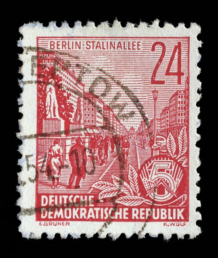 Selo impresso em GDR, avenida de Stalin das mostras imagens de stock royalty free