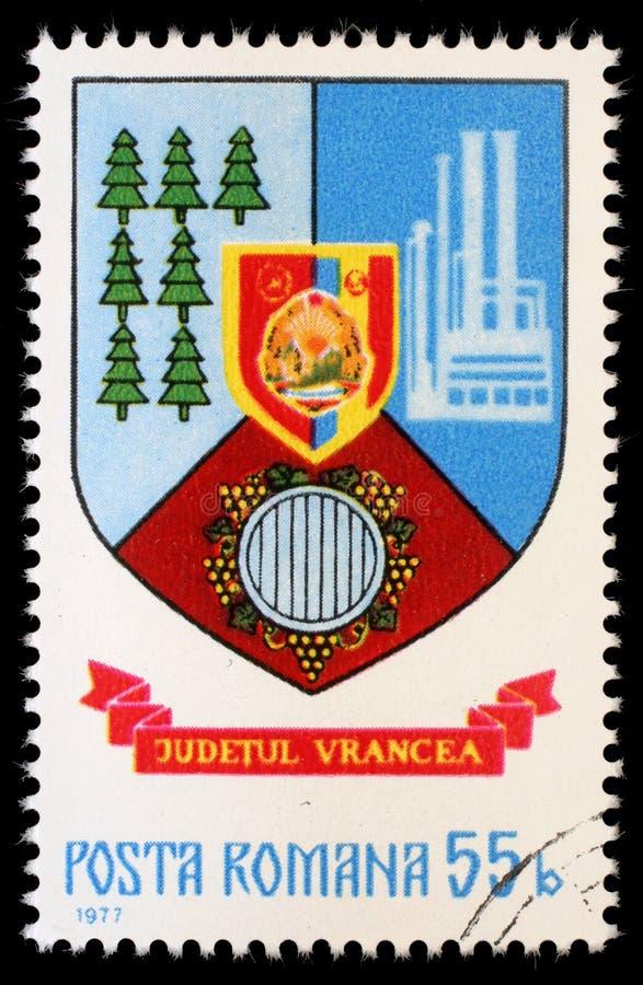 Selo impresso em Romênia, brasão das mostras do Condado de Vrancea imagens de stock royalty free