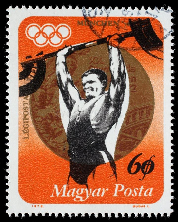 Selo impresso na medalha de Hungria, de halterofilismo das mostras e de ouro imagens de stock