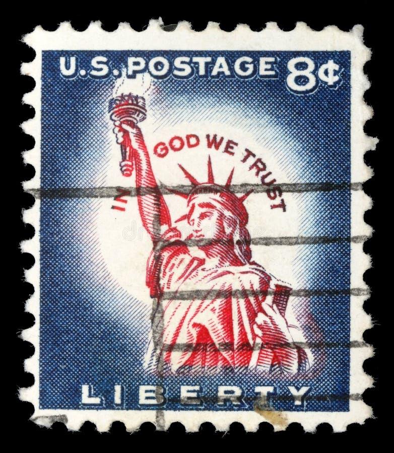 Selo impresso nos EUA, mostras uma dos símbolos de América, estátua da liberdade foto de stock royalty free
