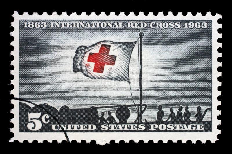 Selo impresso nos EUA, na luz da manhã das mostras e na bandeira da cruz vermelha imagens de stock