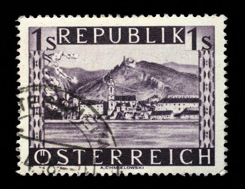 Selo impresso por Áustria, mostras Durnstein fotos de stock royalty free
