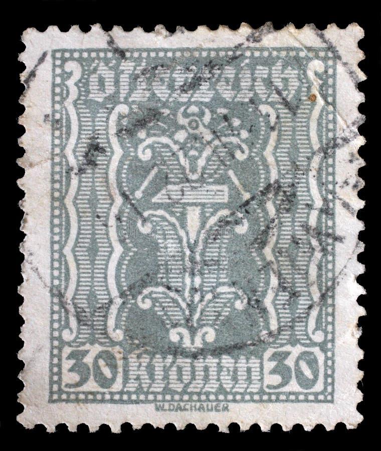Selo impresso por Áustria, ornamento das mostras foto de stock