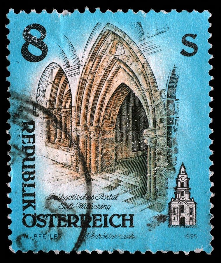 Selo impresso por Áustria, portal das mostras da abadia de Wilhering fotografia de stock royalty free