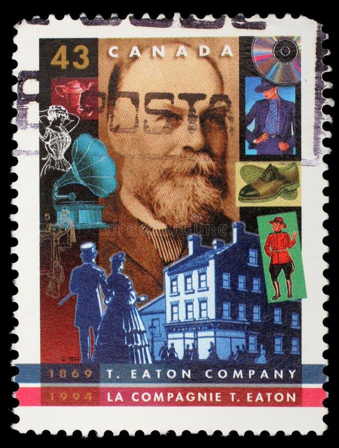 Selo impresso por Canadá, mostras T Eaton Empresa, 125th Anniv fotografia de stock
