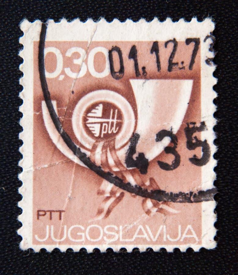 Selo impresso por Jugoslávia, chifre de cargo das mostras, cerca de 1973 foto de stock royalty free