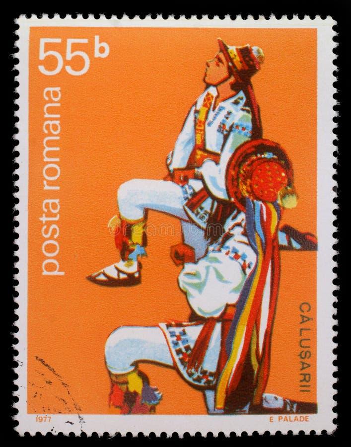 Selo impresso por Romênia, dançarino popular masculino romeno das mostras imagens de stock