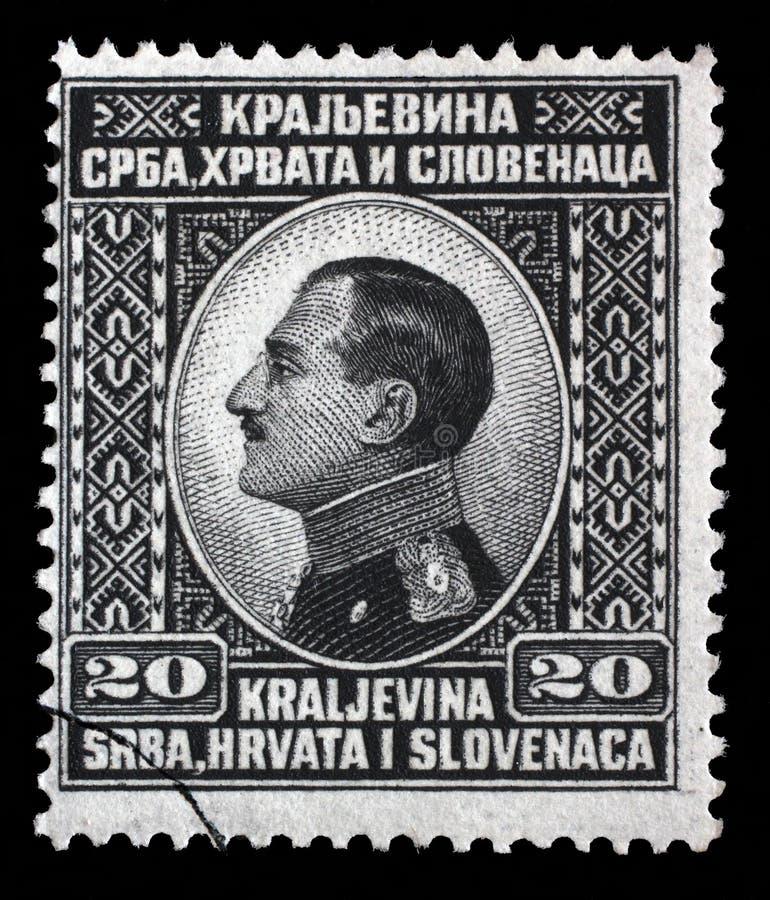 Selo impresso retrato nas mostras da Sérvia, da Croácia e do Eslovênia do reino de Jugoslávia do rei Alexander Eu de Jugoslávia foto de stock
