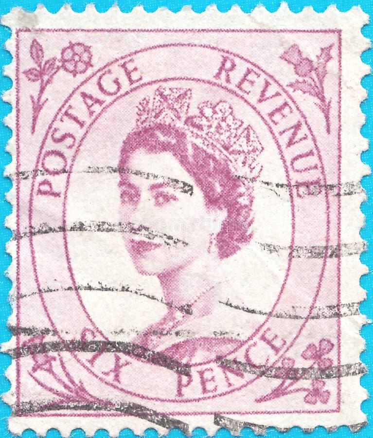 Selo postal cancelado, descrevendo a rainha ElizabethII de Grâ Bretanha Tânger Issu 1952-54 imagem de stock royalty free