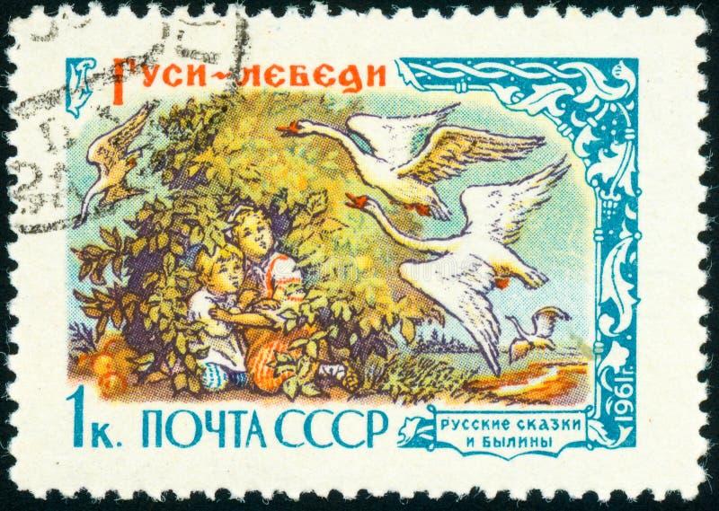 Selo postal da União Soviética, as Ganso-cisnes do conto de fadas imagem de stock