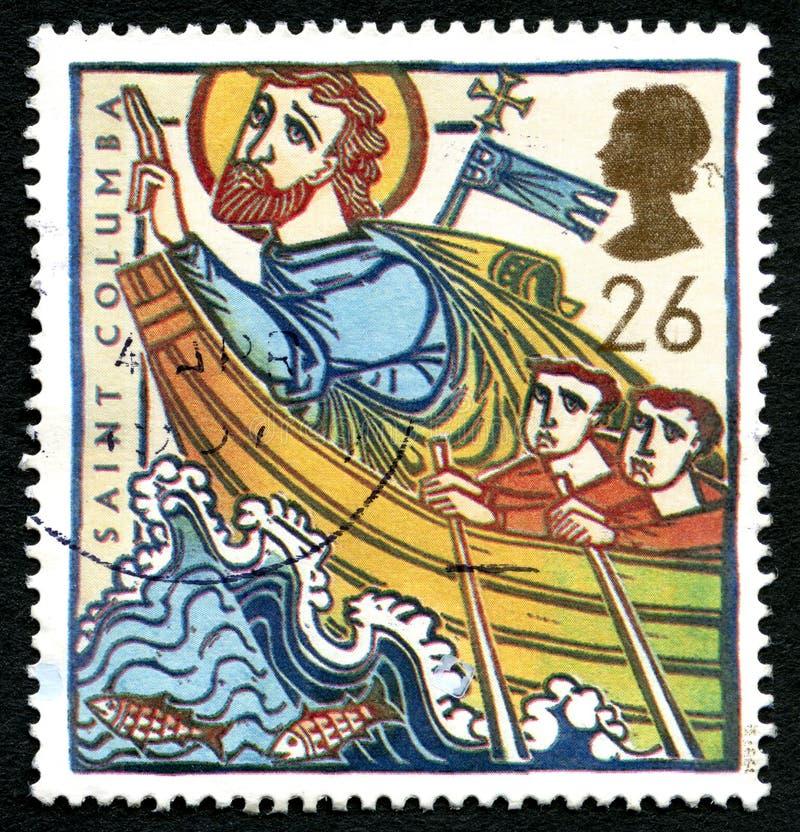 Selo postal do Reino Unido do Columba de Saint fotos de stock