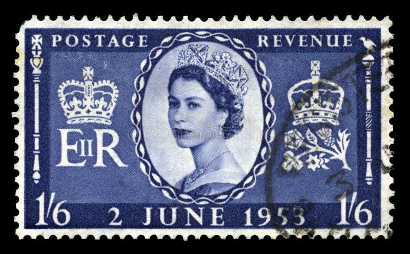Selo postal do vintage que comemora a coroação do ` s da rainha fotos de stock