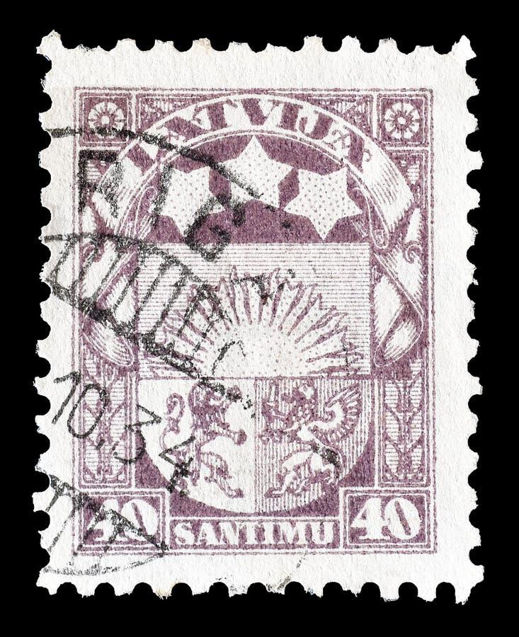 Selo postal impresso por Letónia fotografia de stock