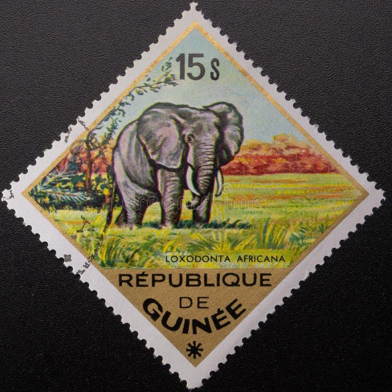 Selo postal 1975 Republic of Guinea Animais selvagens fotos de stock