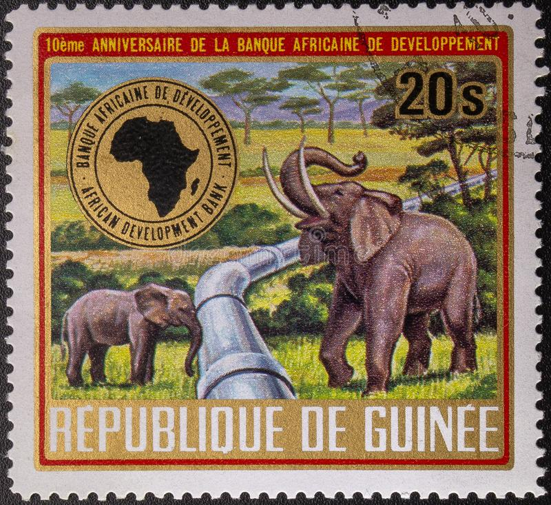Selo postal 1975 Republic of Guinea fauna 10o anivers?rio do Banco Africano de Desenvolvimento fotos de stock royalty free