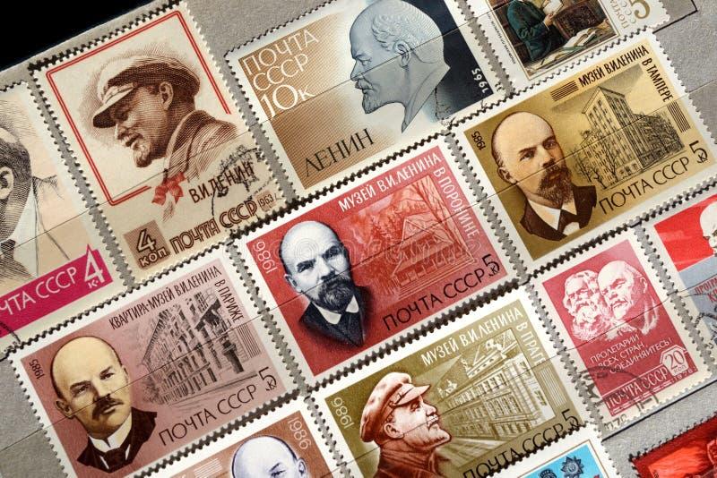 Selos postais com a imagem de Lenin foto de stock