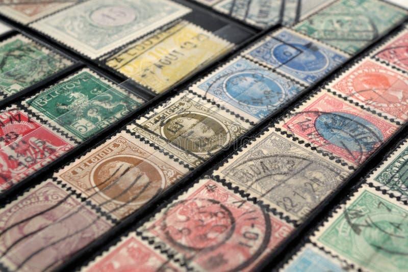 Selos postais de países europeus do início do século XX imagens de stock