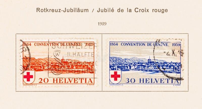 2 selos suíços no álbum do coletor desde 1939 fotografia de stock royalty free