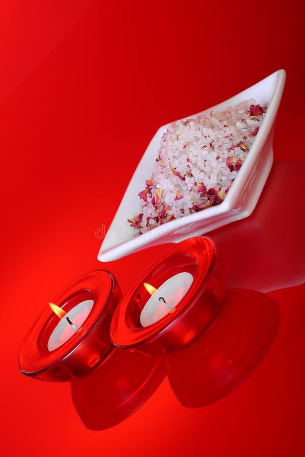 Sels et bougies de bain parfumés images libres de droits