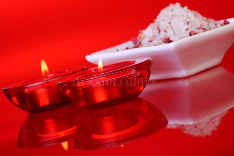 Sels et bougies de bain parfumés photo libre de droits