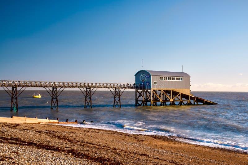 SELSEY ΜΠΙΛ, SUSSEX/UK - 1 ΙΑΝΟΥΑΡΊΟΥ: Ναυαγοσωστική λέμβος Statio του Μπιλ Selsey στοκ φωτογραφία με δικαίωμα ελεύθερης χρήσης