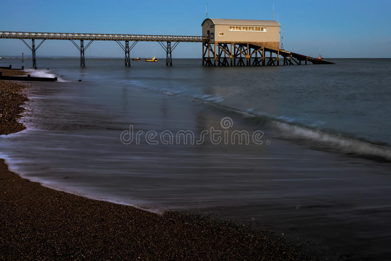 SELSEY, SUSSEX/UK - 1 ΙΑΝΟΥΑΡΊΟΥ: Σταθμός ναυαγοσωστικών λέμβων του Μπιλ Selsey στοκ εικόνα