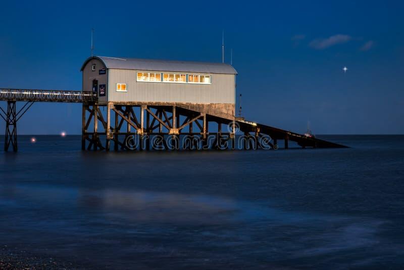 SELSEY, SUSSEX/UK - 1 JANUARI: Selsey Bill Lifeboat Station bij royalty-vrije stock afbeeldingen