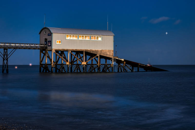 SELSEY SUSSEX/UK - JANUARI 1: Selsey Bill Lifeboat Station på royaltyfria bilder