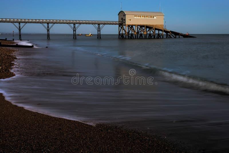 SELSEY, SUSSEX/UK - STYCZEŃ 1: Selsey Bill Lifeboat stacja przy obraz stock