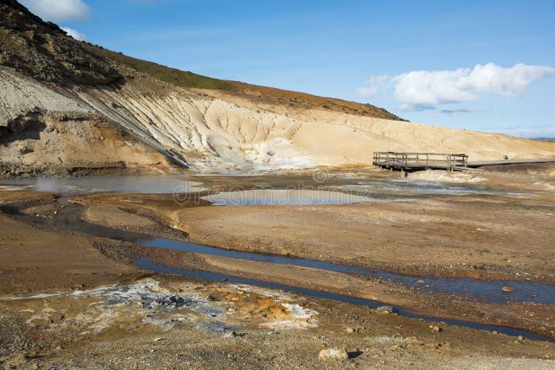 Seltun geotermiczny teren z termicznymi borowinowymi wiosnami, Krysuvik, Iceland obrazy stock