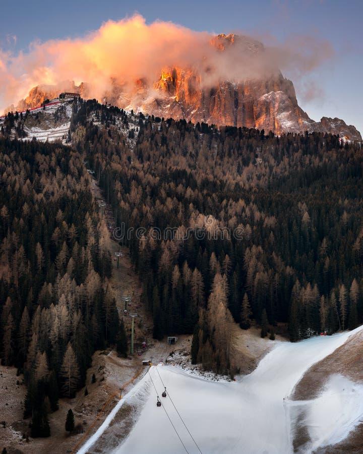 Selva Val Gardena por la mañana, Val Gardena, dolomías, Italia imagen de archivo libre de regalías