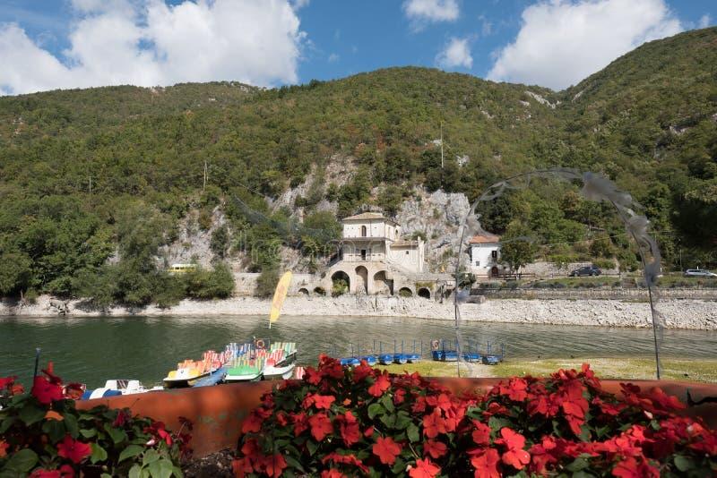 Selvagem, intacto, da beleza incomensurável, lago Scanno imagens de stock