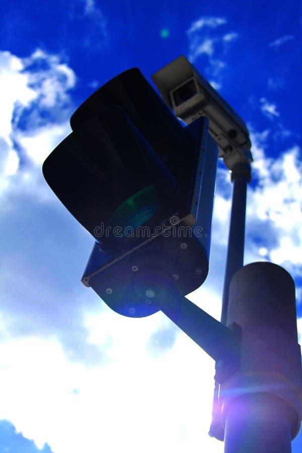 Semáforo con la cámara fotografía de archivo