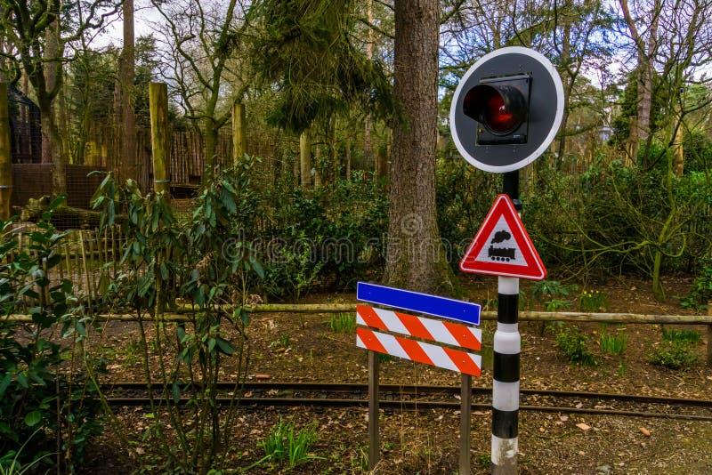 Semáforo de cuidado en un ferrocarril, señales de peligro holandesas foto de archivo libre de regalías