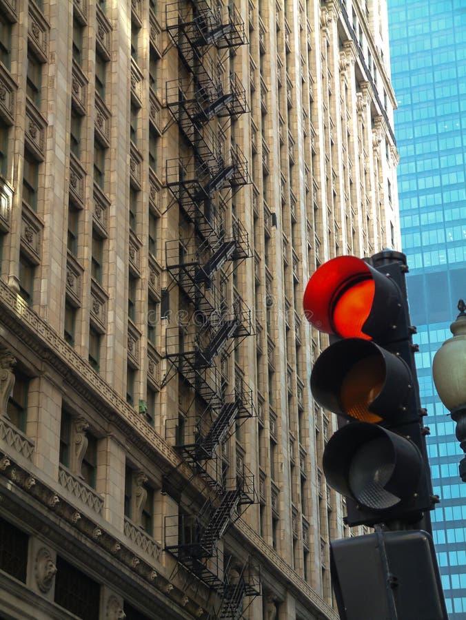 Semáforo en la ciudad fotografía de archivo