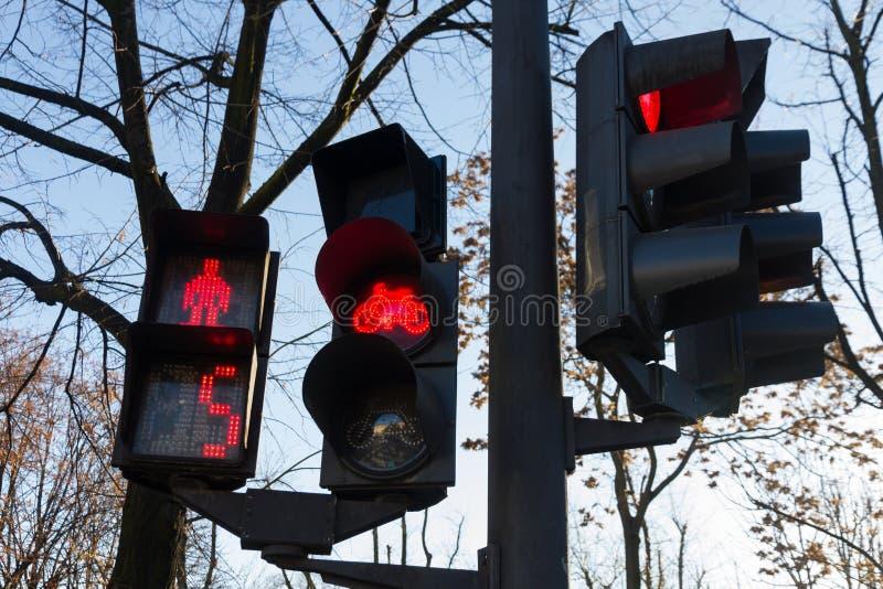 Semafori pedonali, bici ed automobilistico immagini stock