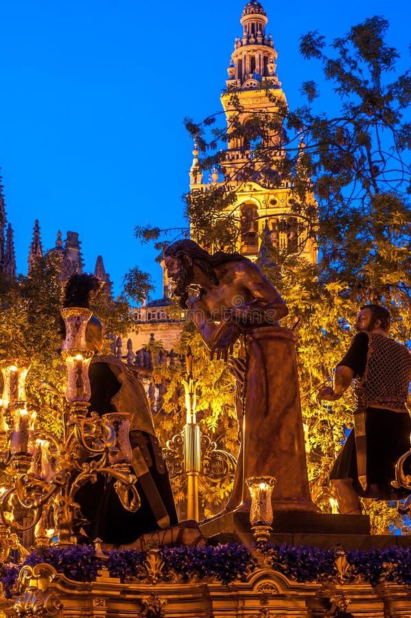 Semaine sainte en Séville, le Christ de la confrérie de 'Las Cigarreras' photographie stock libre de droits